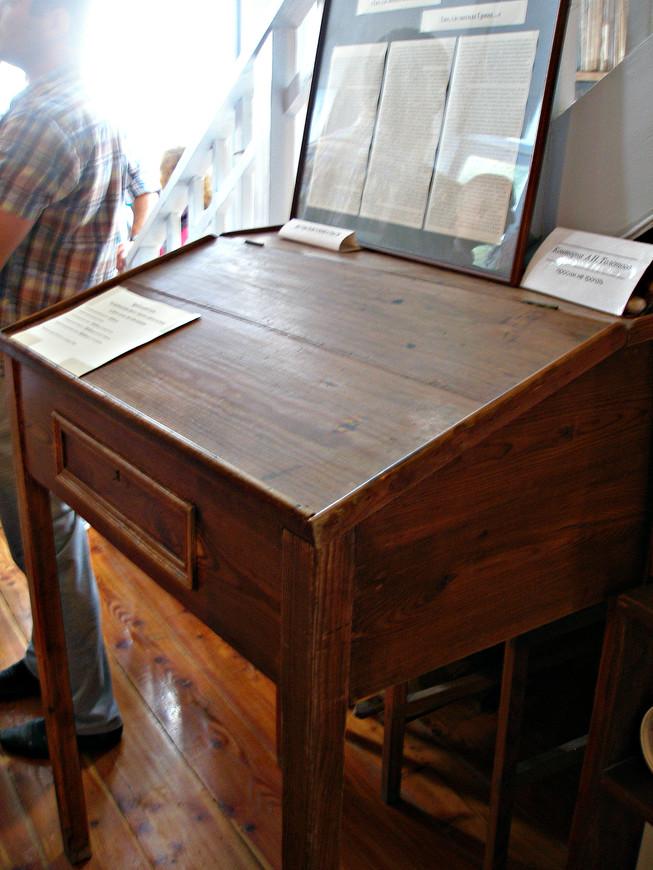 Конторка, изготовленная Волошиным специально для Алексея Толстого.