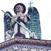 Лукка. Церковь Сан Микеле (деталь фасада: статуя Св.Архангела Михаила)