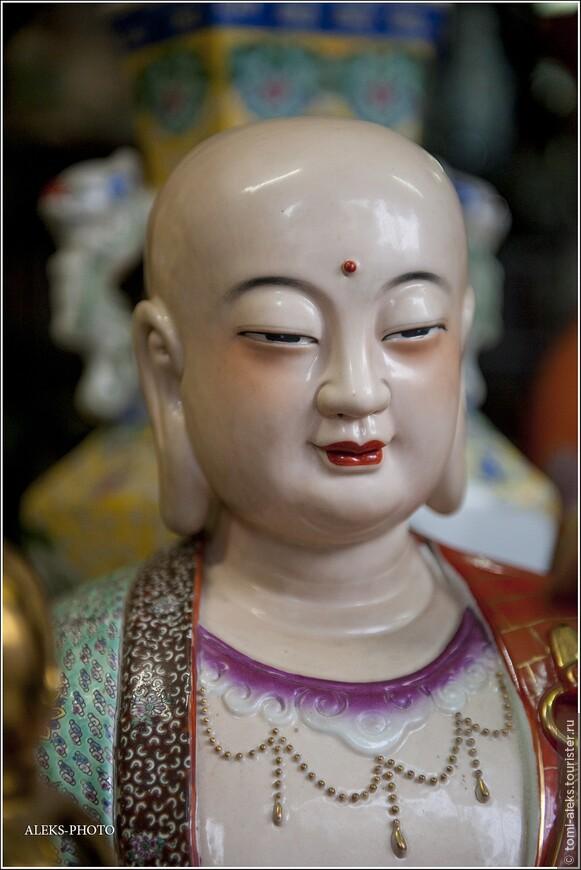 Мне Вьетнам представляется наполовину католическим и наполовину буддистским. Даже не поймешь, что здесь перевешивает. Все-таки корни очень сильны.