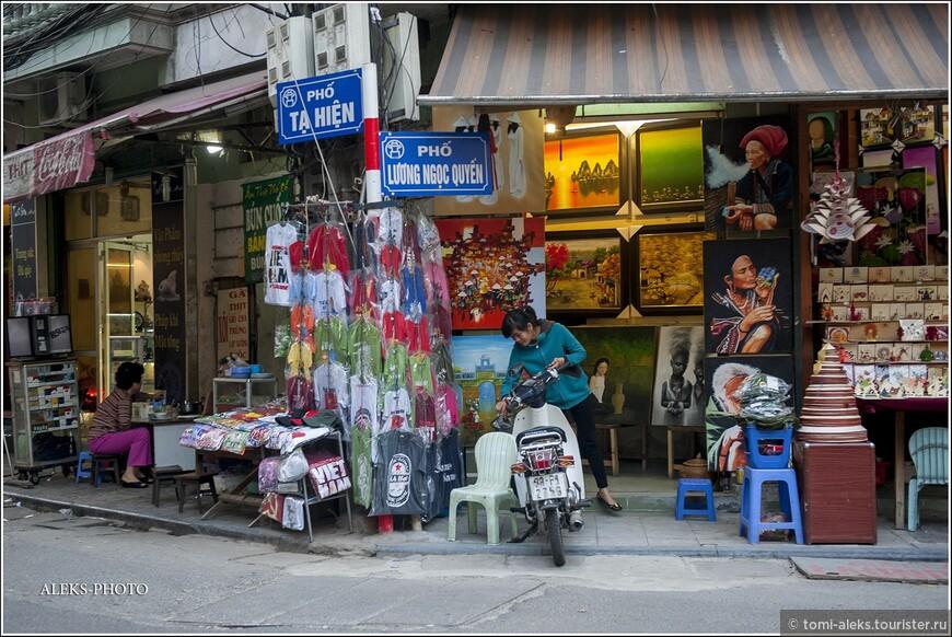 """Названия улочек в торговом районе начинаются с традиционного слова """"hang"""" (торговля). К нему прибавляется название товара, которым на конкретной улице торгуют."""
