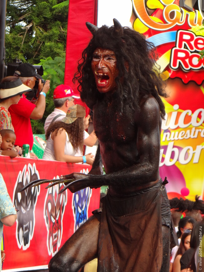 Главным героем карнавального фольклора здесь является рогатый хромой дьявол.