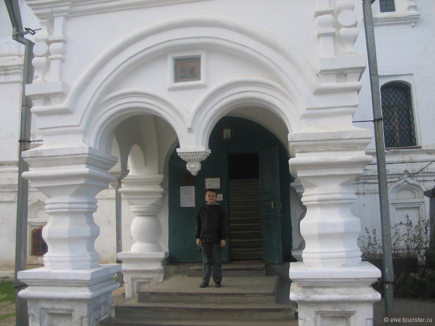 Вход в собор Благовещения Пресвятой Богородицы