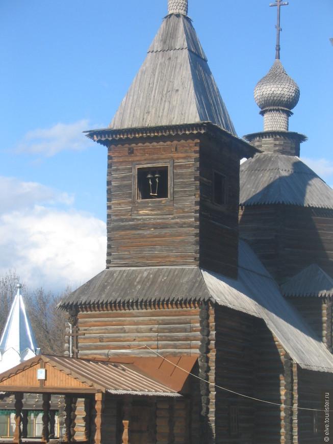 В 1975 году на территорию монастыря был перевезен деревянный храм в честь преподобного Сергия Радонежского (1715 г.). Купола этого храма покрыты лемехом из ольхи, которая на солнце отливает серебром. Богослужения в храме совершаются только летом.