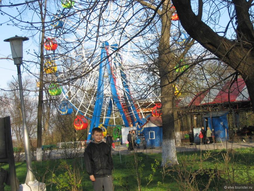 Для детишек атракционы городского парка. Окский парк (Парк им. Ленина) — один из старейших парков России. В 2016 году парку исполнилось 164 года.