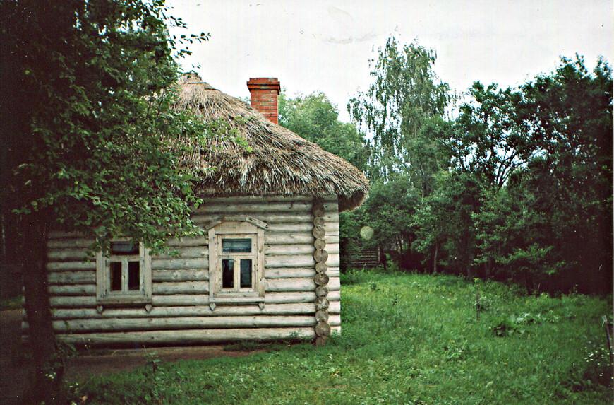 В этом доме жил Есенин.