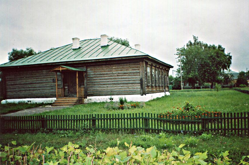 Школа, где учился Есенин.