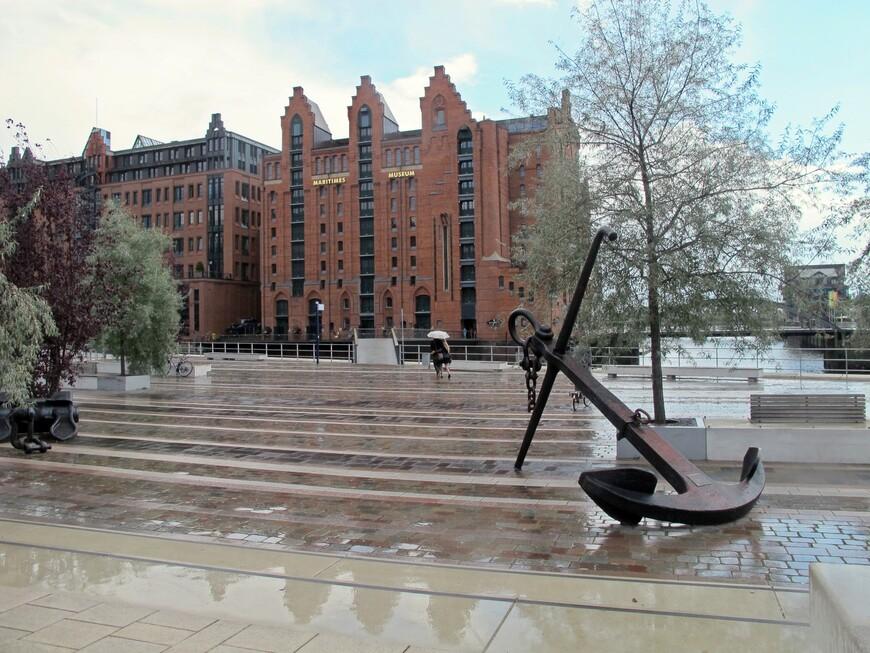 Площадь перед Морским музеем