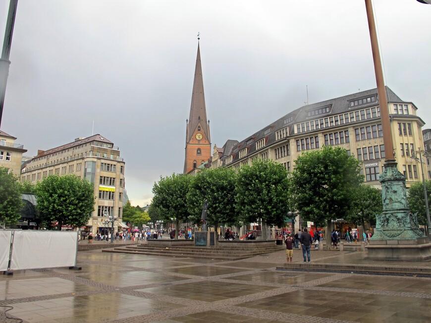 Площадь и церковь Святого Петра