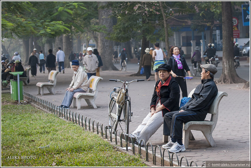 Взаимодействие двух противоположных начал инь и янь лежит для вьетнамцев в основе всего. Даже всю пищу,которую они употребляют, они делят по определенной классификации .В общем,кого это заинтересует, читайте подробнее здесь: http://newworld.org.ua/vetnamskaya-gimnastika-zyiong-shin  А, вообще, хорошо быть долгожителем с таким климатом, как во Вьетнаме.