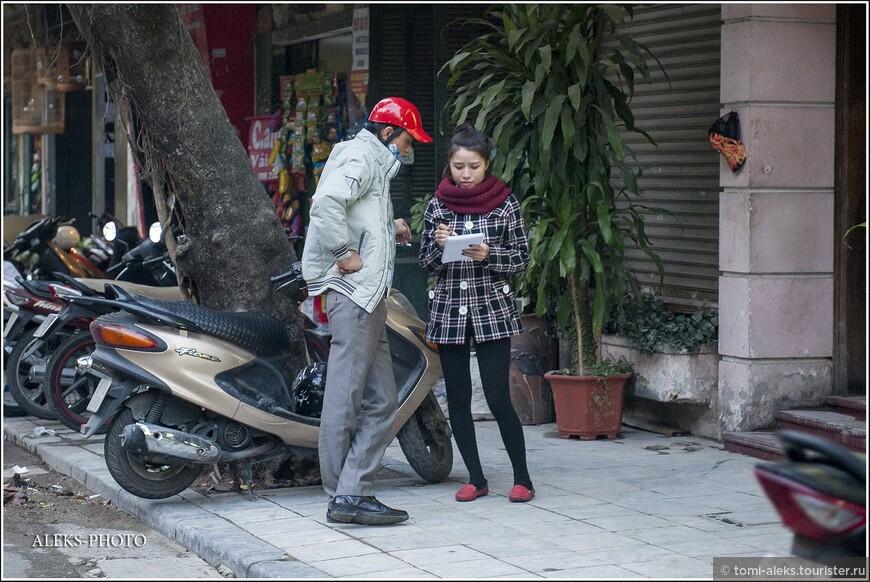 Вьетнамец и мотоциклетная каска — понятия неразрывные. За езду без касок штраф, судя по данным интернета, — 100-200 тысяч донгов (максимум — около 600 руб).