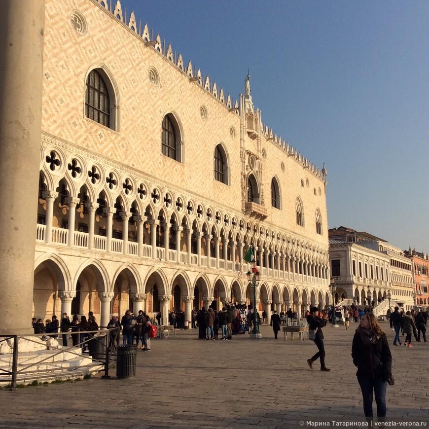 Дворец Дожей в ярком свете зимнего солнца. Венеция зимой 2016.