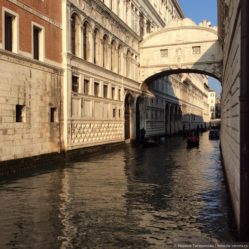 Мост Вздохов , канал Каноников в Венеции.