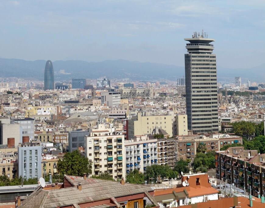 Вид на Барселону со смотровой площадки горы Монжуик