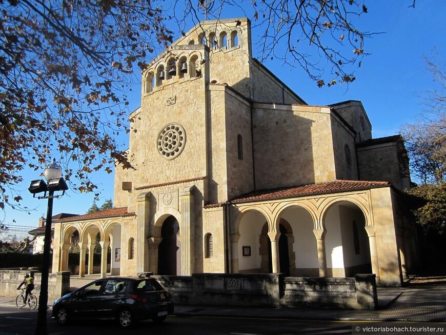 в Сомье есть несколько старинных церквей, эта датируется 13 веком, состояние идеально, реставрация и содержание на очень высоком уровне.