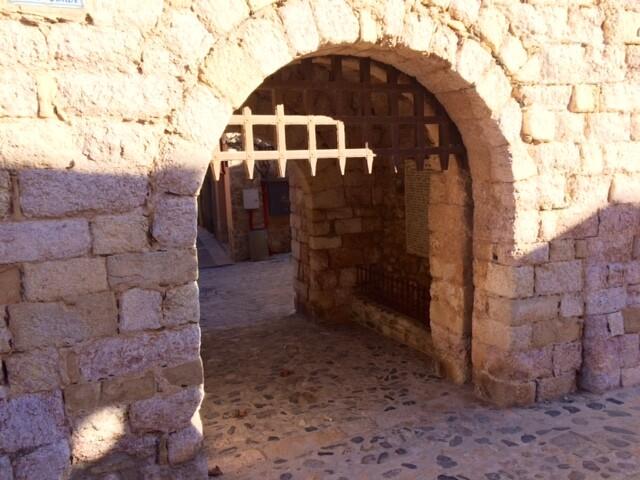 Наконец, дошла до одной из самых известных достопримечательностей города - ворот святого Георгия (Portal de Sant Jordi).