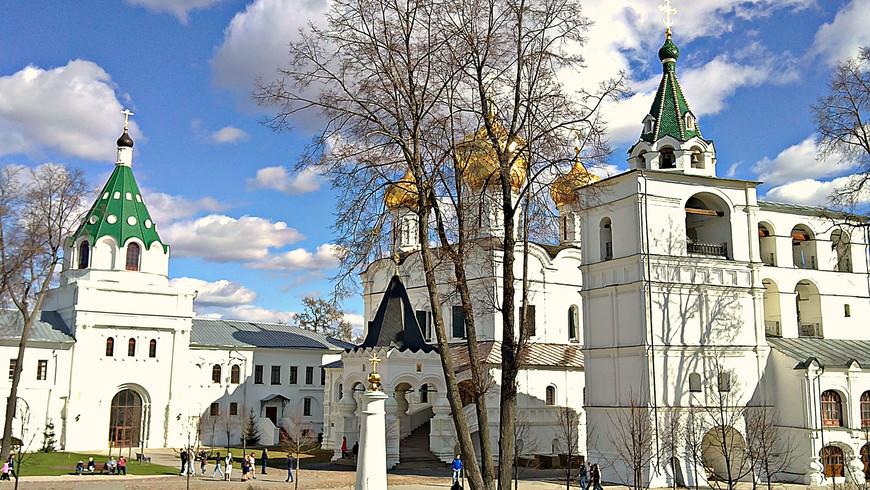 Церковь Хрисанфа и Дарии, Троицкий собор и звонница.