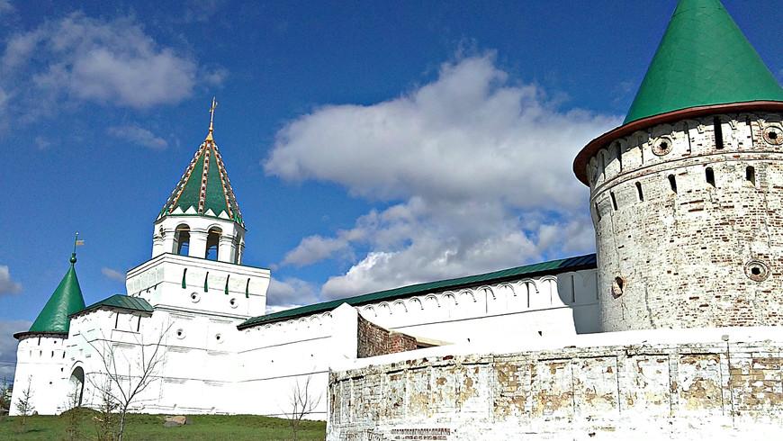 Зеленая и Юго-Западная башни монастыря.