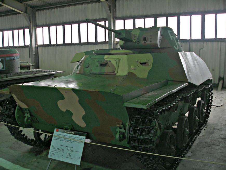 Легкий советский танк Т-30 (1940 г.).