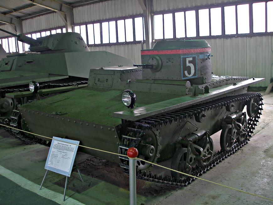 Малый плавающий советский танк Т-38 (1936 г.).