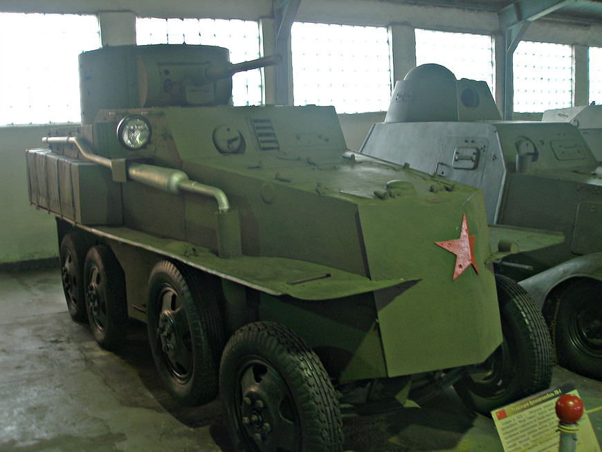 Советский плавающий бронеавтомобиль ПБ-4 (1935 г.).