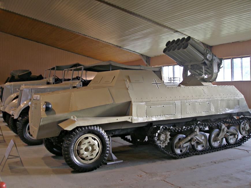 Германский самоходный реактивный миномет Panzerwerfer 42 Ауф Maultier (1943 г.).