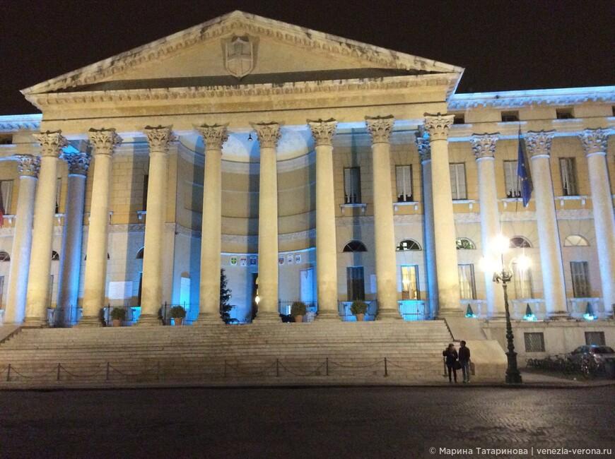 Муниципальный дворец в Вероне. Палаццо делла Гвардия Нова.