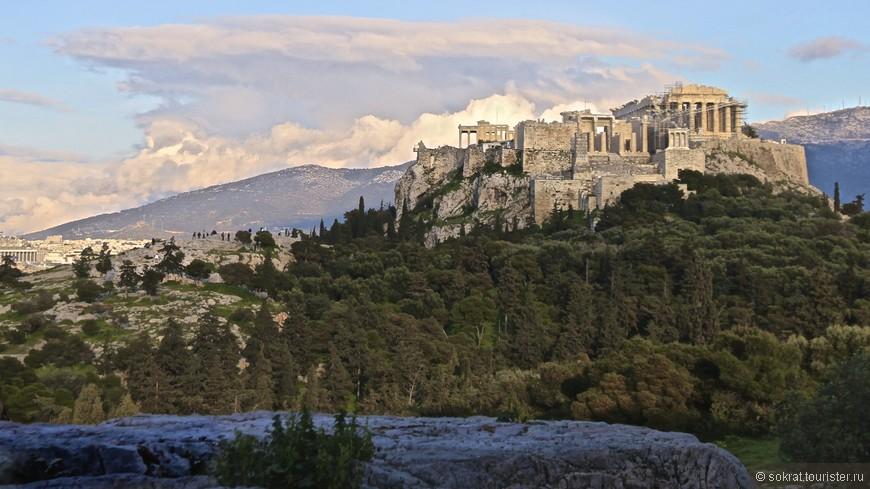 """Именно с этого ракурса, недоступного для массового туриста, смотрел на Акрополь не нуждающийся в представлениях Зигмунд Фрэйд и, по его собственному признанию, """"рыдал от восторга""""."""