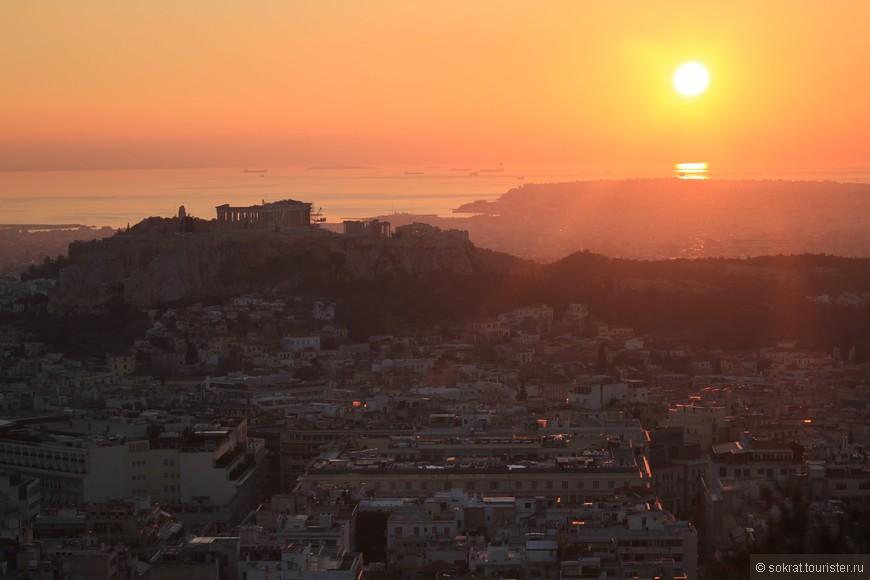 Афинский Акрополь - поражает своим грациозным великолепием. Отражаясь в лучах солнца Парфенон сияет над городом, над миром своей вечной мудростью, запечатленной в мраморном волшебстве.
