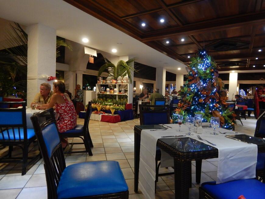 По средам проходили доминиканские вечера,вывешивали флаг страны,официанты переодевались в яркие рубашки и шляпы ,гостей угощали кокосом,а музыканты играли на инструментах и пели песни.