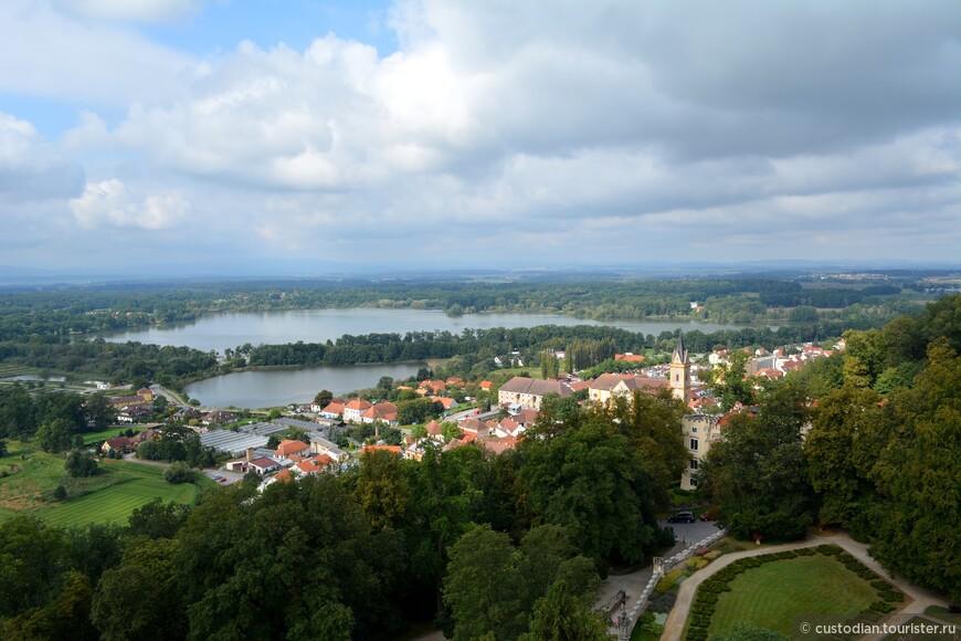 Вид на город с башни замка