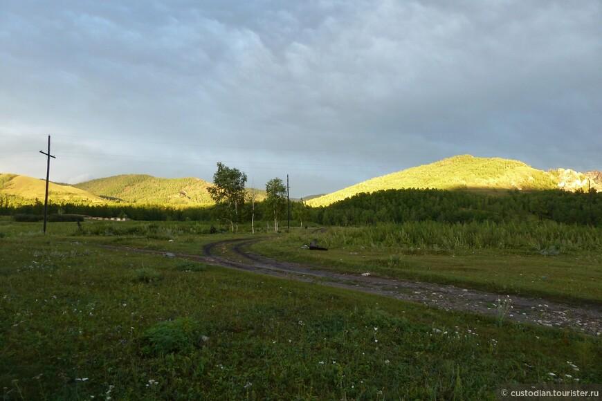 Месторасположение гор - с.Ефремкино (примерно 50 км от п.Шира). Фотография сделана с территории турбазы Томичка, где мы и останавливались каждый раз.