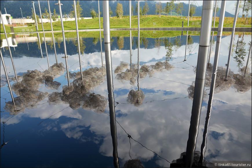 Сказочные отражения настоящих и искусственных облаков.