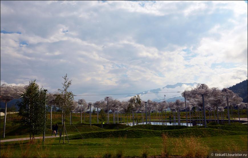 Хрустальные облака над Зеркальным озером. На мой взгляд это самая эффектная композиция в парке.