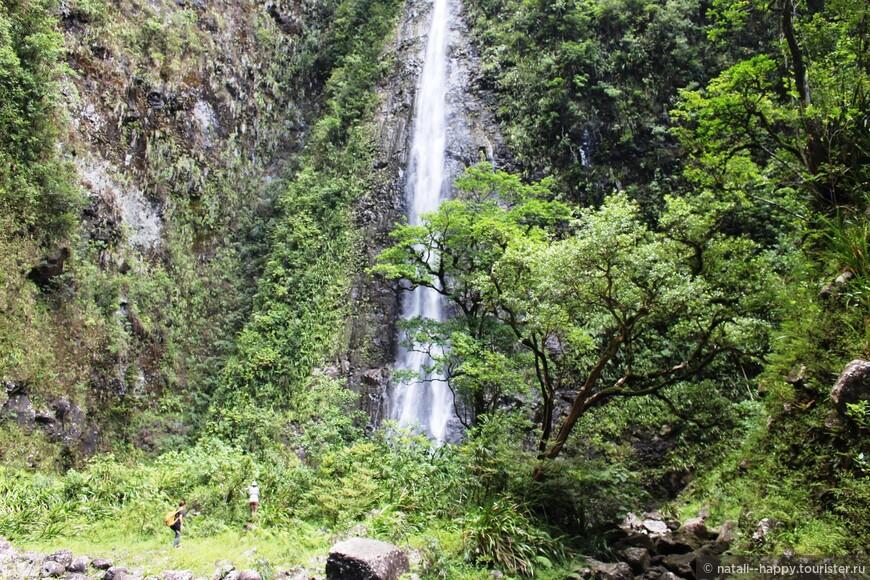 Ущелье и водопады du Bras d'Annette за озером Гранд Этанг