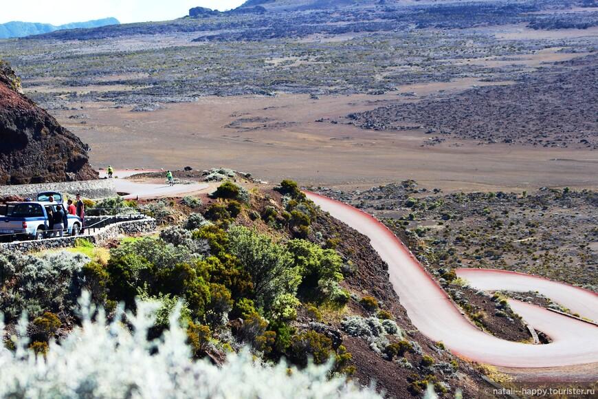 Дорога на вулкан Питон де ла Фурнез