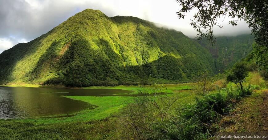 Вулканическое озеро Гранд Этанг