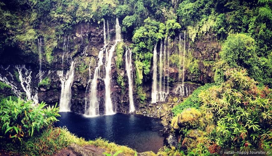 Один из самых узнаваемых водопадов острова - Grand Galet