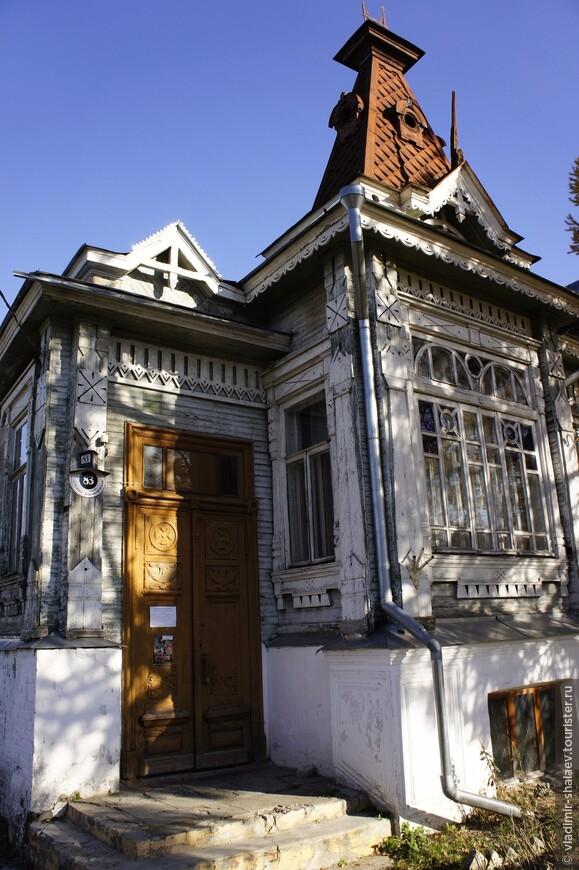 Памятник архитектуры - дом Морозова.