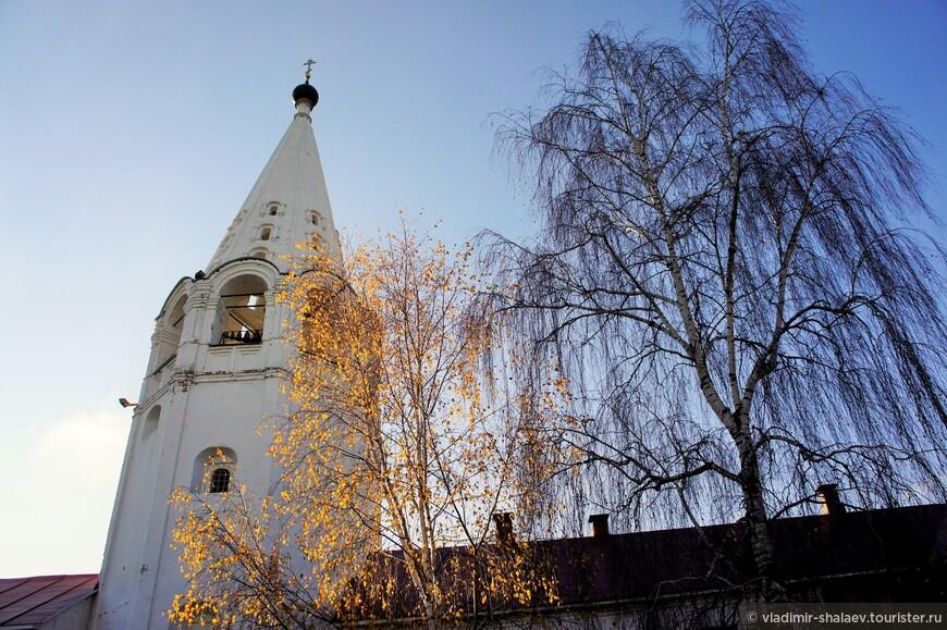 Колокольня Свято-Сретенского монастыря.