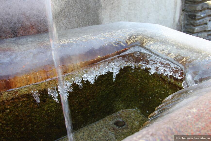 Минеральная вода теплая, даже при морозе не замерзает