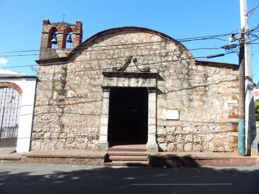Здесь очень много старых церквей,соборов,есть монастыри и вся колониальная часть находится под защитой ЮНЕСКО.