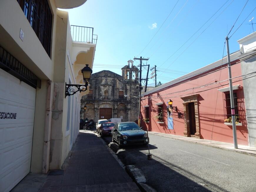 Архитектурные сооружения в Санто-Доминго сочетают в себе элементы готического, арабского и романского стилей.