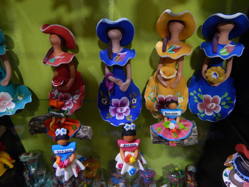 Куколки Лима без лица-особенность доминиканской культуры.Дизайнер этих куколок долго не могла придумать,какой же национальности сделать куколку и решила оставить её без лица,говоря тем самым,что в человеке важна не внешность,а внутренние качества.