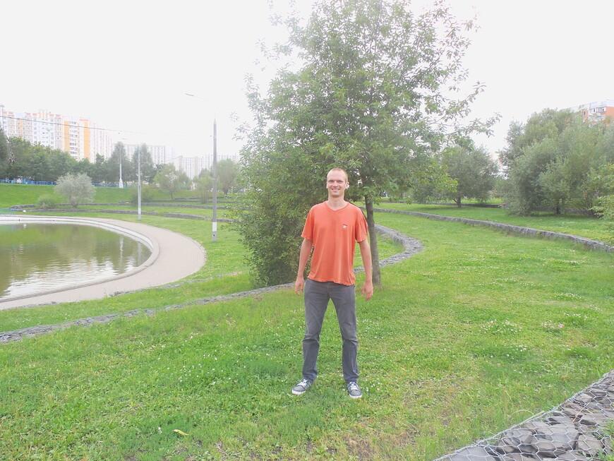 Дюссельдорфский парк - искусственный пруд и насыпной холм