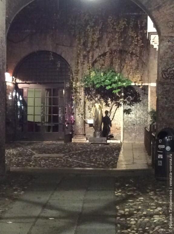 Дом Джульетты ночью. Верона
