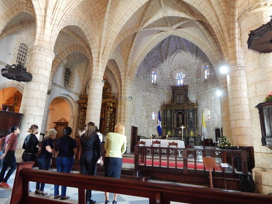 На сегодня  у собора есть почетный статус - «малая базилика».