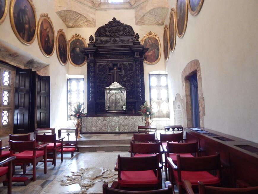 В соборе сохранились сокровища, различные коллекции статуй, ювелирные драгоценности, старые деньги, слитки из чистого золота, украшения, серебряная посуда, раритетная мебель.