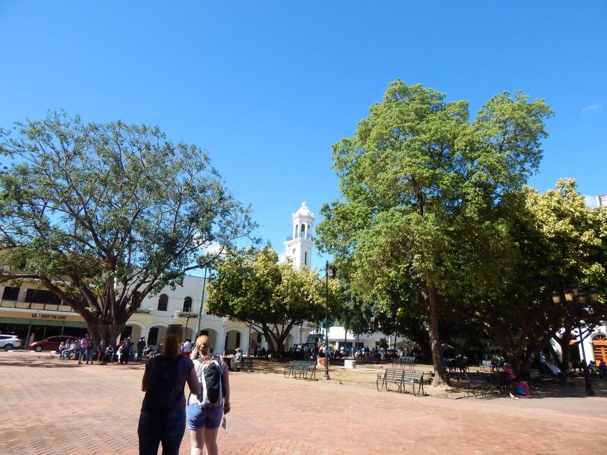 Выйдя из собора , направляемся дальше,наш путь лежит ко Дворцу Колумба.