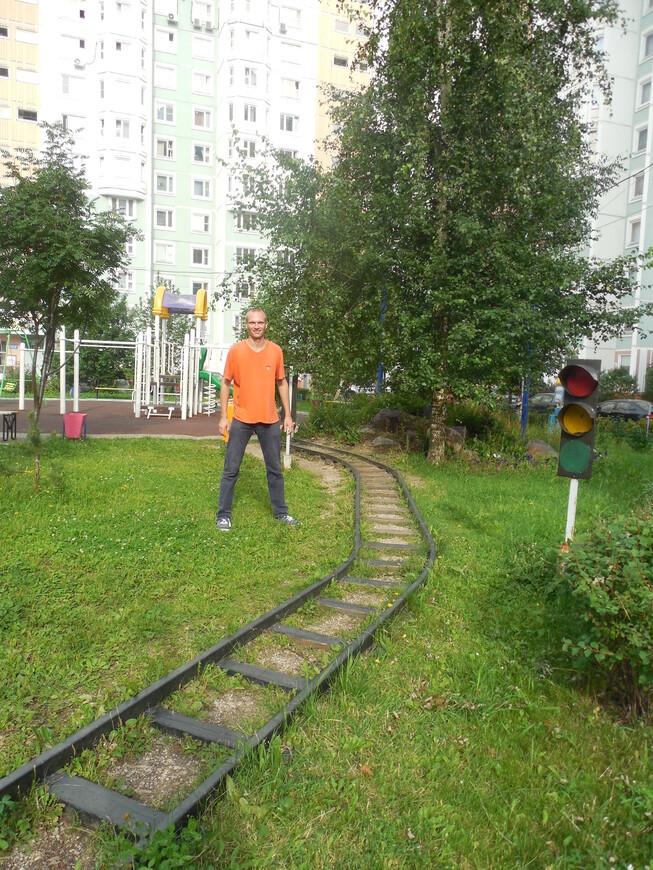 Дворик «Сочи 2014 Красная поляна» - проложена железная дорога (Москва - Сочи)