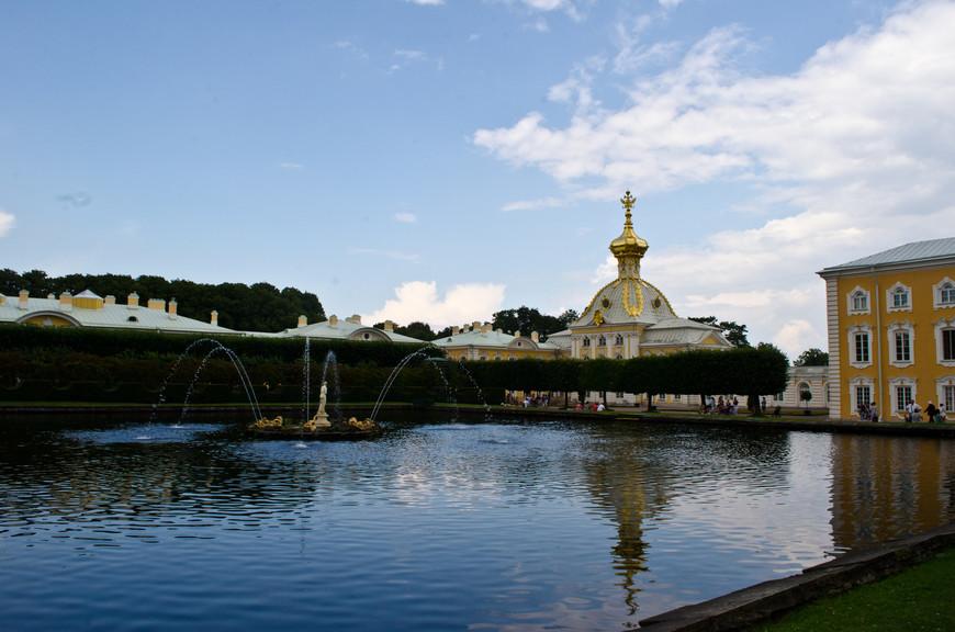 Фонтаны в верхнем парке Петергофа